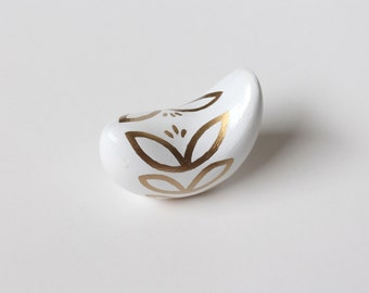 Small Clay Bird Sculpture – White and Metallic Gold – Abstract Leaf Pattern – Handmade – Signed
