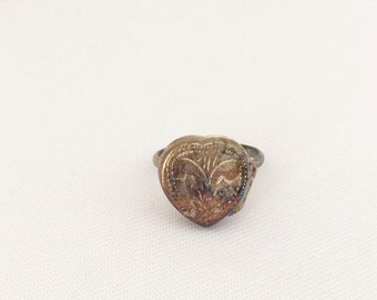 Vintage Sterling Silver Carved Heart Pill box Ring Size 7