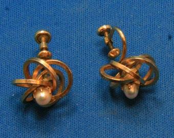 Vintage Winard Modernist Cultured Pearl Gold Filled Screw Back Earrings