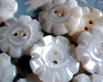 """6 Vintage Mother of Pearl Flower Buttons (7/8"""")"""