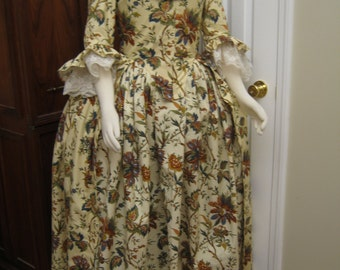 Colonial Gown sz 14