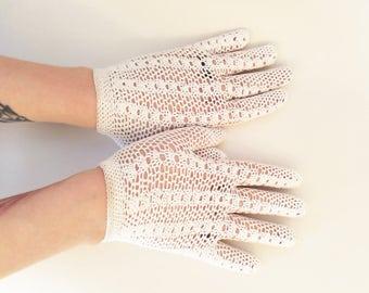 Vintage White Mesh Gloves Crochet Gloves Church Gloves Spring Gloves Summer Gloves Easter Gloves Womens Vintage Gloves Womens Gloves Size 6