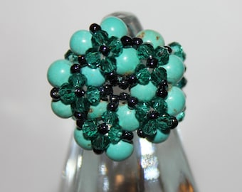 Maxi ring with turquoise, green crystals and black beads