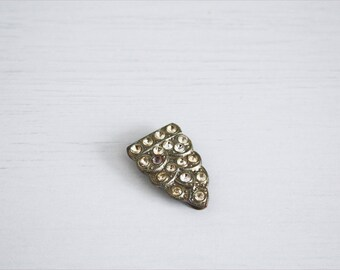 Small triangular Art Nouveau brooch with white rhinestones, with clip closure. Former Czechoslovakia, first ' 900