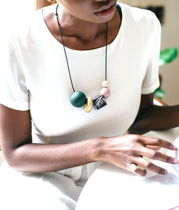 how to keep necklaces from tangling while wearing