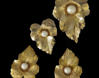 Vtg Sarah Coventry Chit Chat Demi Parure Faux Pearls 2 Pins Clipback Earrings