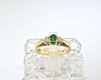 14k Diamond And Emerald Ring. Size 6.25