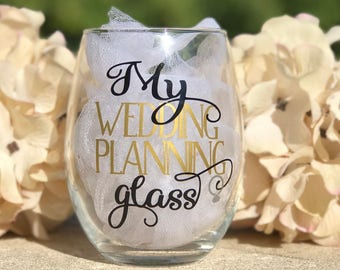Wedding planning wine glass for bride to be, stemless wine glass engagement gift for bride, future mrs wine glass