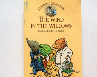 The Wind in the Willows, Kenneth Grahame, Illustrated E.H Shepard, paperback magnet publishers 1978