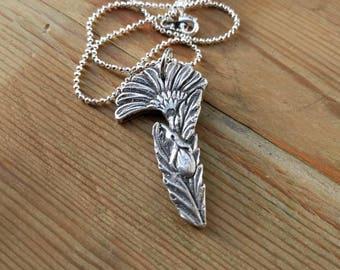 HANDMADE Echt zilver bloem gemaakt van antieke zilver vork aan verzilverde bolletjes ketting 50 cm. Met slotje.