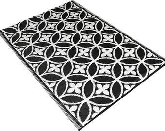 Black White Garden rug of plastic Wonder back as outdoor rug or rug to use for patio or as garden rug for in the garden Outdoo