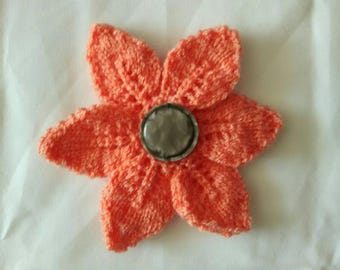 Flower 6 petals and grey vintage button brooch
