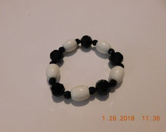 Chunky Vintage Black and White Beaded Stretch Bracelet