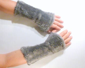 """Fingerless gloves arm warmers fur fabric and gray black """"blanket"""""""