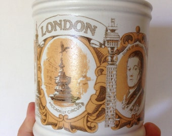 PERFECT GIFT - Large vintage Denby stoneware mug with images of London and Wellington
