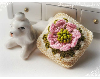 Handmade crochet miniature dollhouse pillow, cushion, dollhouse accessories, miniature dollhouse scale 1:12, dollhouse miniatures, crochet