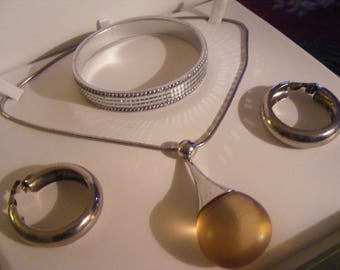 Small Costume Jewellery Lot