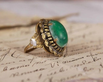 1930 ring - Ring with green stone - Vintage brass ring - Ethereal jewelry ring - Old ring with stone - Antique ring - Size 9 plus ring