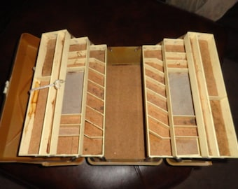 Large OLD PAL rare vintage tackle box fishing box holds a ton opens up