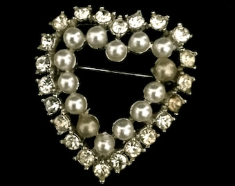 40's Pearl and Rhinestone Heart                          VG2065