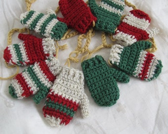 Rustic green and red mitten garland (4 ft) / Hand made mitten garland / Christmas mitten garland / Christmas bunting