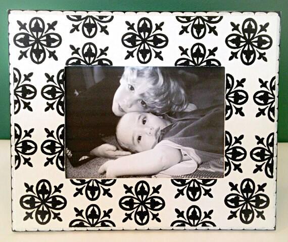 White and Black 5x7 Picture Frame , Medallion Patterned Frame ...