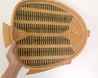 wicker and wood fish tray / fish wall basket / rattan and wood vintage fish decor / serving tray