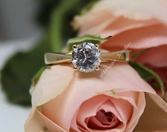 Traditional 14K solitaire ring