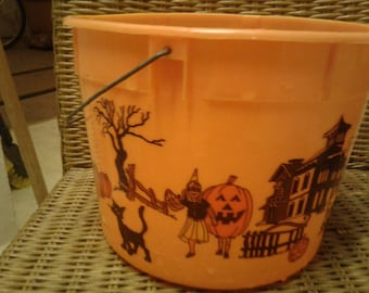 Vintage Plastic Halloween Bucket With Metal Handle/Black Cat/Flying Witch/ Pumpkin/ Creepy Mansion/Ghost/Dog/ Trick or Treaters/ Bats/ Moon
