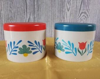 2 Vintage plastic Stock pots