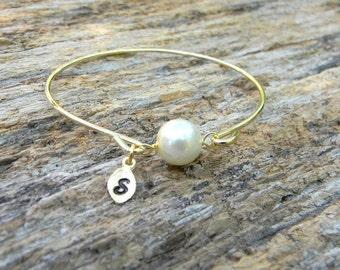 Pearl Bangle Bracelet / Pearl Monogrammed Bracelet / Pearl Initial Bangle / June Birthstone Bracelet / Bridesmaid Bracelet / Bridesmaid Gift