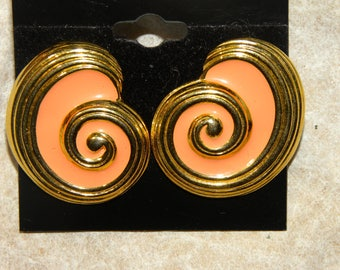1980s 80s New Wave Large Clip on EARRINGS / Gold & Peach Enamel Abstract SHELL Sea Shells Vintage /  1.25 x 1 inches
