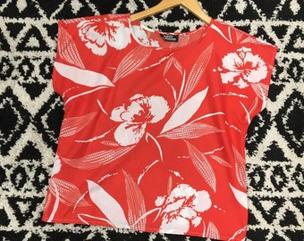 Vintage 80's Hawaiian top red with white flowers M