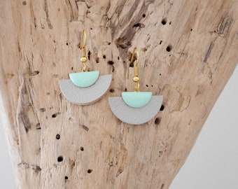Earrings half moon leather light gray and green sequins with water (BO188)
