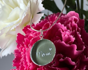 Mom Necklace, Mothers Necklace, Mom Jewelry, Mothers Day Necklace, Mothers Jewelry, Made in Olive Green Small Glass. Pin if you like it.