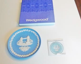 1975 Wedgwood Christmas Plate Blue and White Jasper ware Tower Bridge in original box with documentation 7 in Series limited edition