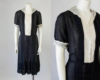 1930s Vintage Black Swiss Dot Antique White Lace Dress. 30s Day Dress (M - L)