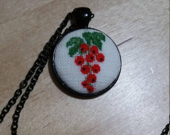 Petit point/necklace red currant