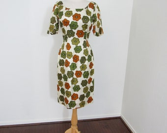 1950s - Early 1960s Elegant Curve-hugging Flowered Dress with Dress-length Matching Vest