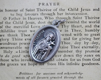Saint Therese Pray For Us Medal - St Therese of Lisieux - Little Flower of Jesus Catholic Saint Jewelry - Made in Italy (M52)