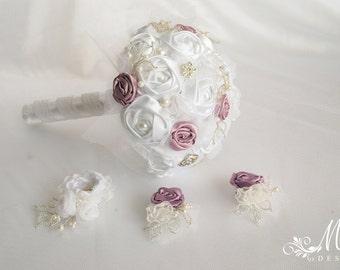 Wedding bouquet, bridal bouquet in mauve and white, wedding bouquet set, wedding brooches, groom groomsmen wedding boutonniere