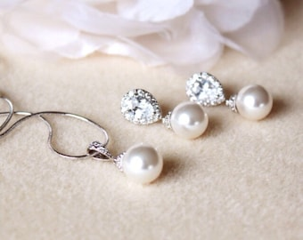 Wedding Gift Set Bridesmaid Gift Jewelry Set Pearl Bridal Jewelry Set Swarovski Pearl earrings and Necklace Set Wedding Jewelry