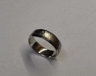 Palladium 6mm band with 1mm shiny shoulders and 4mm center brush groof