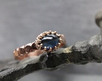 Medieval Inspired Engagement Ring Dark Blue Indicolite Tourmaline 14K Rose Gold Crown Setting Carved Bridal Band Royal Princess - Royalblau