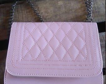 color shoulder bag pink with a kind of chain