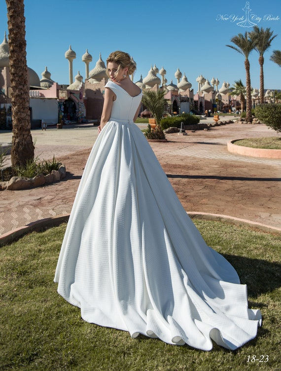 dress White wedding Wedding NYC Mahira with dress from Bride train dress Ivory Wedding wedding dress qz6xAqZ