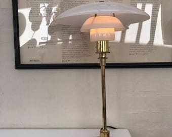 Poul Henningsen 3/2 Table lamp