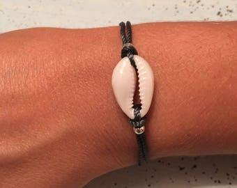 Dark grey and shell bracelet