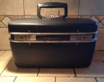 Small Gray Leatherette Train Case by Royal Traveler