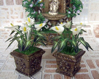 White Calla Lilies in a pot. Miniature flowers. Realistic plant for your Dollhouse. 1:12 Scale.